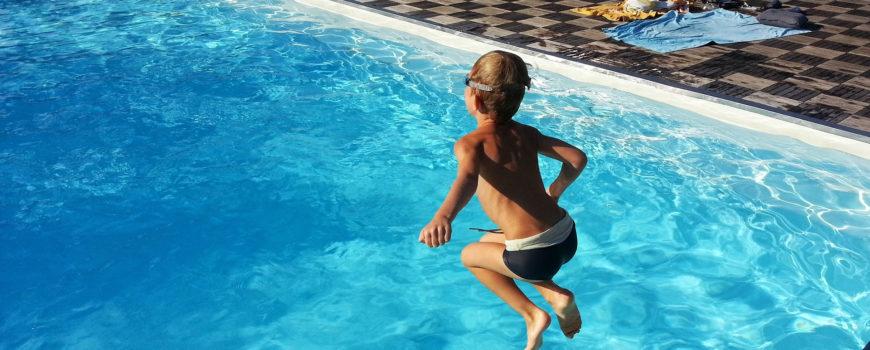 kind zwembad
