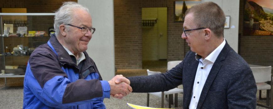 Handdruk Voets Verhees Deurne gemeentehuis